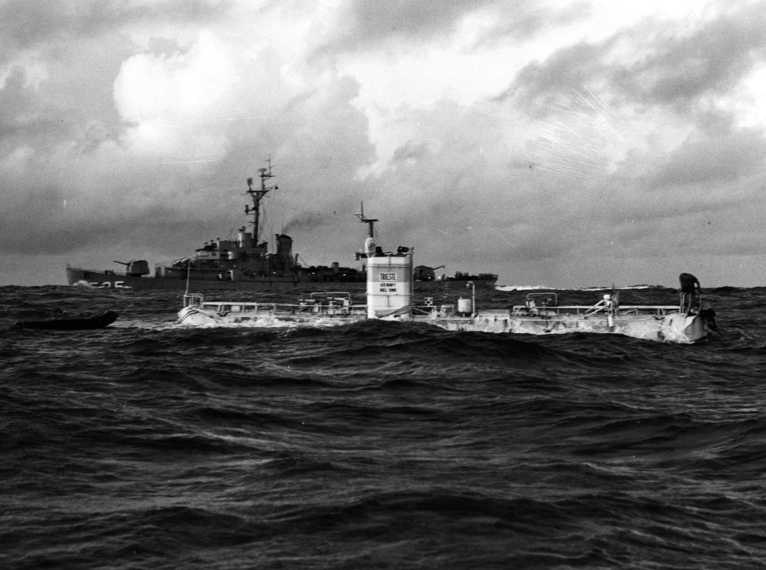 """Rolex an Bord: Das U-Boot """"Trieste"""" tauchte mit Deep-Sea-Uhr auf fast 11.000 Meter Tiefe."""