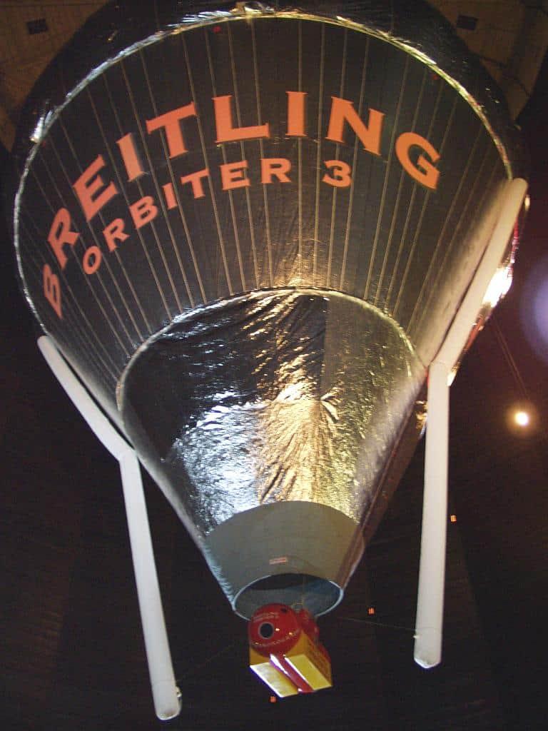 Die Breitling-Träger Piccard und Jones umrunden 1999 die Erde in einem Ballon.