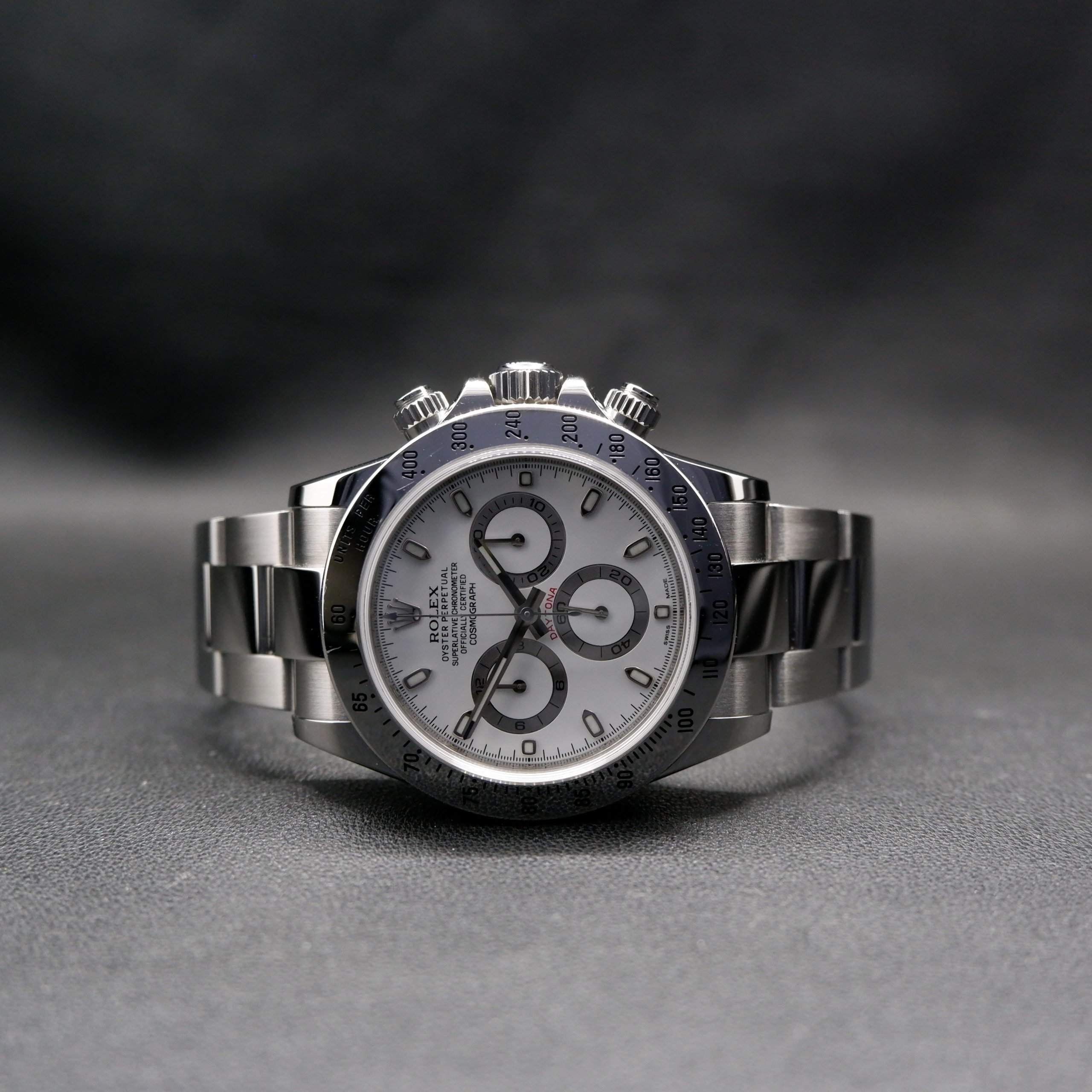The Daytona ref. 116520 with a white dial is very popular on Chrono24